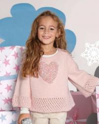 Как связать  детский свитер с вышитым сердечком