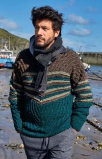 Как связать для мужчин приталенный цветной джемпер для мужчины с узором полосы