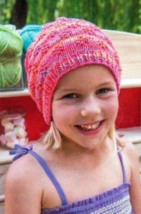 Как связать  детская шапка с рельефным узором
