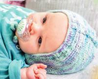 Как связать  меланжевая шапочка для малыша на завязках