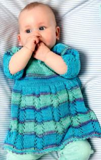 Как связать  детское ажурное платье в полоску