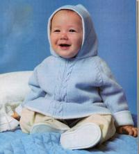 Как связать  детское голубое платье с капюшоном
