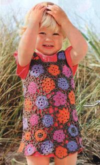 Как связать  детское платье с цветочным узором