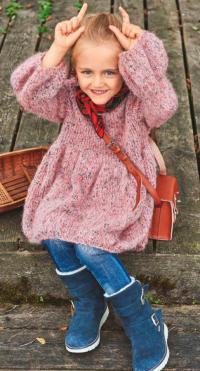 Как связать  детское платье с объемными рукавами и ишрокой юбкой