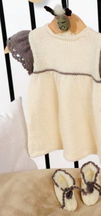 Как связать  двухцветное платье с пинетками на завязках для малышки