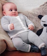 Как связать  комплект для младенца из кофточки и штанов с контрастной полосой