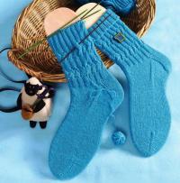 Как связать крючком бирюзовые носки с рельефным рисунком