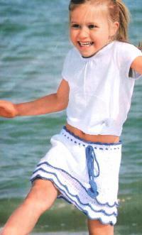 Как связать крючком двухцветная юбка для девочки с волнами по подолу