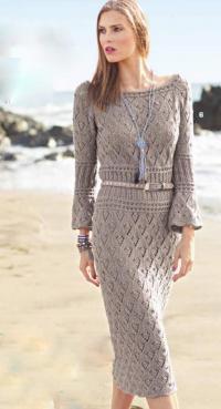 Как связать спицами ажурное платье миди с расклешенными рукавами