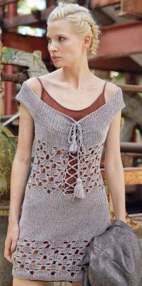 Как связать спицами ажурное платье с открытыми плечами