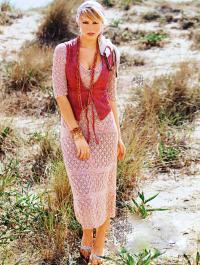 Как связать спицами ажурное платье с узором из ромбов
