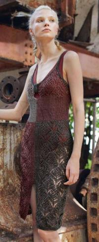 Как связать спицами цветное облегающее платье-майка