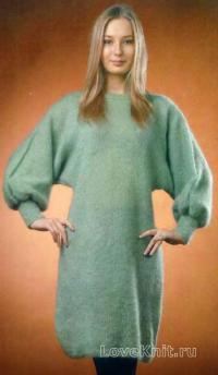 Как связать спицами мохеровое платье с широкими рукавами