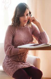 Как связать спицами теплое платье с объемными косами