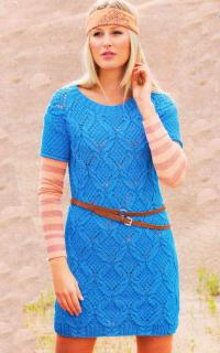 Как связать спицами яркое мини-платье с узором