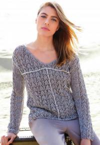 Как связать спицами ажурный пуловер с контрастной полосой