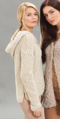 Как связать спицами бежевый пуловер с капюшоном