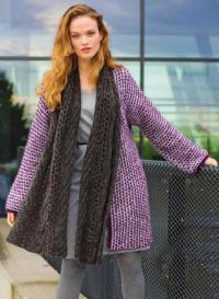 Как связать спицами двухцветное пальто и шарф с узором и снятых петель