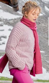 Как связать спицами нежно-розовый пуловер c сочетанием узоров