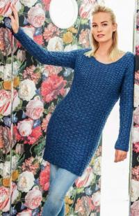Как связать спицами платье-пуловер с плетеным узором