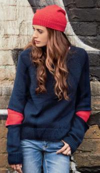 Как связать спицами пуловер с контрастными вставками на рукавах и шапочка-бини