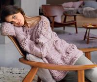 Как связать спицами пуловер крупной вязки с узором из вытянутых петель