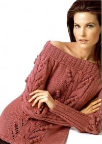 Как связать спицами пуловер с открытыми плечами и узором из шишечек