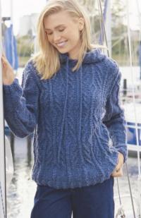 Как связать спицами пуловер  в спортивном стиле с капюшоном и косами