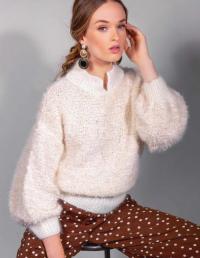 Как связать спицами пушистый свитер с широкими рукавами