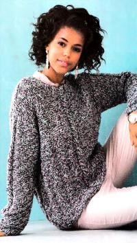 Как связать спицами свободный пуловер из меланжевой пряжи с косой по центру