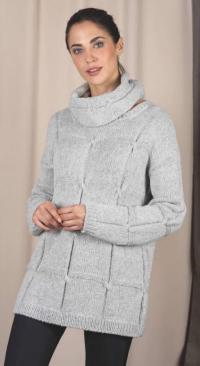 Как связать спицами свободный пуловер с узором из квадратов и съемный воротник