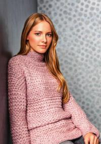 Как связать спицами удлиненный свитер платочной вязки