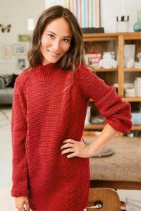 Как связать спицами удлиненный свитер с вертикальными косами