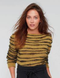 Как связать спицами укороченный двухцветный пуловер в полоску