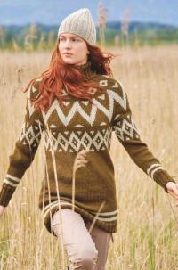 Как связать спицами жаккардовый удлиненный свитер и шапка