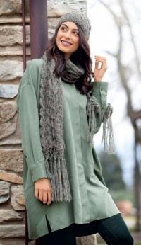 Как связать спицами длинный шарф с кистями и узором из «кос» в комплекте с шапкой