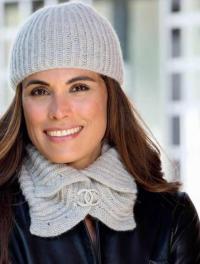 Как связать спицами элегантные шарф-воротник и шапочка