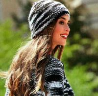 Как связать спицами полосатая шапочка-бини