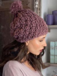 Как связать спицами шапка крупной вязки с помпоном