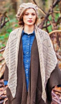 Как связать спицами треугольная шаль-платок с ажурным рисунком и берет