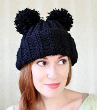 Как связать спицами женская шапочка с двумя помпонами