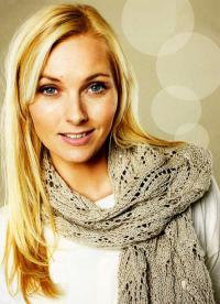 Как связать спицами ажурный шарф-палантин пастельных тонов