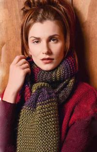 Как связать спицами цветной объемный шарфик