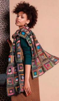 Как связать спицами цветной шарф с узором из квадратов