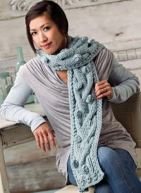 Как связать спицами длинный шарф с шишечками