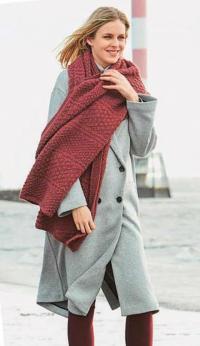 Как связать спицами длинный широкий шарф с фантазийным узором