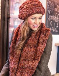 Как связать спицами комплект из шарфа-петли и шапочки с волнистым узором