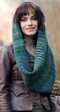 Как связать спицами меланжевый шарф-капюшон