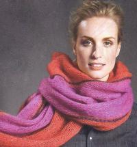 Как связать спицами объемный шарф с цветной вышивкой