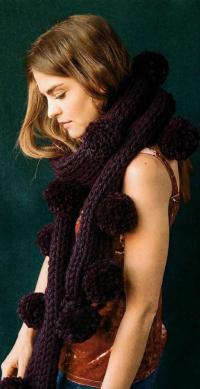 Как связать спицами объемный шарф с крупными помпонами